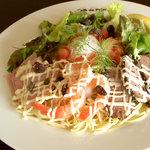 Cafe de 佛蘭西 - 冷製パスタ・スペシャル(鴨・ハム・海老 + 温泉卵)