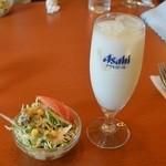 神奈川カレーハウス - 料理写真:セットのサラダとラッシー