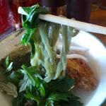31900395 - よもぎそばUP。鮮やかな緑が食欲をそそります!