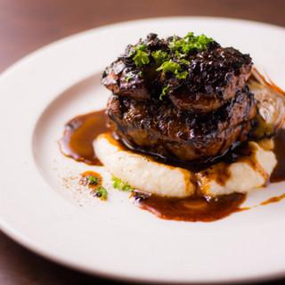 肉や野菜が持つ素材本来の力強さを感じられるお料理