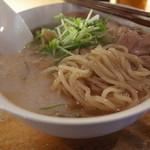 立ち飲み Compi - 立ち飲み Compiの昼営業はラーメン屋。鶏白湯ラーメンの麺(14.01)