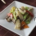 チャイナテーブル - たっぷり旬の野菜炒め