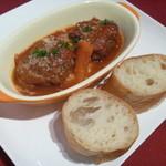 31902450 - 煮込みハンバーグ トマトソース とバゲット