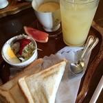 フローラ - 料理写真:ホットサンドモーニング ドリンク付きで420円★2014.10 月再訪