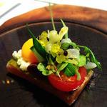 アッシュ - 長年愛されているサラダニソワーズをモチーフにフランス料理の一皿として厳選したお魚と合わせて表現