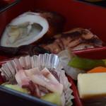 喫茶・お食事・おみやげ かもめ - 惣菜盛り合せ(お刺身定食)