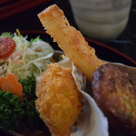 新鮮処 魚里 - 揚げ物(ピリ辛えんがわユッケ丼膳)