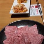 長崎和牛焼肉ぴゅあ - ミスジとキムチ盛り合わせ