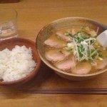冨志 - ちゃーしゅーめん(850円) + 半ライス(100円)