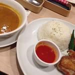 ガスト - 若鶏グリルと夏野菜のシンガポールカレー
