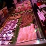 31911860 - 新鮮な肉や海鮮が並ぶ!