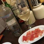 バルコス - 大好きなワインCUMA(白クマとお願いしてます)とサービスのハモンセラーノ。