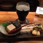 権兵衛 - コエドビールと胡麻豆腐、長芋となめこの麺つゆ浸し