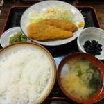 舟よし - 今週のサービス定食(白身魚フライとささみしそ巻フライ定食) 610円