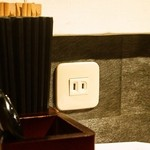 札幌 炎神 - スマホや携帯の充電用コンセントがあるのは良い!!