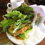 ZILL - 茄子のフリッターサンドイッチ