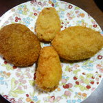グルメストアフクシマ 福島肉店 - 左から時計回りにフクシマ、ズワイガニクリーム、すき焼き、ポテトクリーム