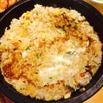佐藤さんちのぎょうざ - 石焼き肉味噌チャーハン