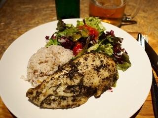 ロハスカフェARIAKE - 2014年10月 大好きな大山鶏のグリル650円 ヘルシーな一品、ごはん少なめで。