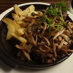 ドン コナ コネリー - 厚切り牛リブロースステーキ、塩キノコバターソース:1,980円(税別)