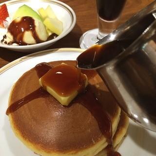 シビタス - ホットケーキ(フルーツチョコ) &アイスコーヒーセット☆1252円です\(^o^)/ あれ?改修前は990円だったのに大幅値上げ?(>_<)