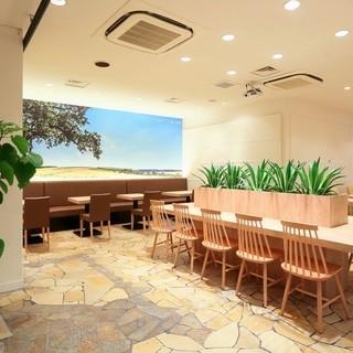 空間はアメリカ西海岸にあるカフェをコンセプトに
