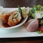 31925291 - クイックランチ(肉:980円) 鶏むね肉と大葉の包み揚げ梅肉ソース