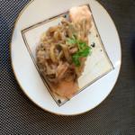 31926426 - 秋鮭と豚肉と搾菜のせ蒸し