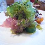BISTRO La Plume - お日様農園のトマトの生ハムのサラダ