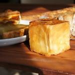ランコントル - チェダーチーズのブリオッシュキューブ175円