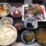 上乃家 - 刺身定食1950円 ボリュームたっぷり(≧∇≦) お刺身と醤油、相変わらずのウマさ❤︎