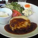 パカットカフェ - おすすめランチ(チーズハンバーグ)