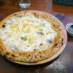 アモーラ ピッツァ - トローリ4種チーズ