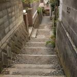 31932083 - 七里ヶ浜駅を降り、風情のある階段を下るとポタティスまでもう少し!