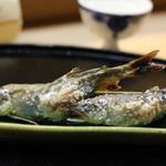 つる由 - 子持ち鮎の塩焼き