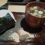 甘味喫茶 おかげ庵 - 塩おにぎり、赤だし、わらび餅