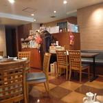 東華飯店 - 中華料理屋さんの内観ですね