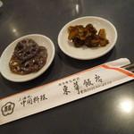 東華飯店 - 最初にお漬物が二品