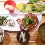 31936669 - 鶏の黒胡麻七味焼1,050円
