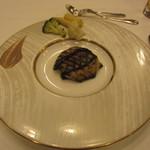 ヴァンセーヌ - 5800円コースの前菜。なすのグリエ。なすの下には、アボガドと鰹のタルタル。アンチョビソースで。