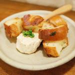 ニチニチ - ひよこ豆とクリームチーズ(450円)