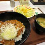 すき家 - 炭火豚丼(並)+サラダセット、税込み691円