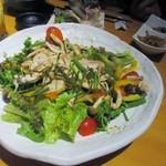 31941313 - 最初に運ばれて来たのは糸島産雷山豚と茸と彩り野菜の和風サラダです、料理は殆どが大皿で運ばれて来ました。