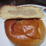 31941829 - 白餡パン