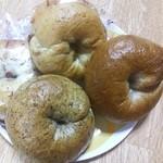 Ca va!! - 朝ごはんはベーグル。 サヴァ!!のベーグルは、やわらかめで食べやすい。