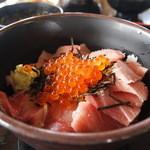 はまゆう - 料理写真:期間限定デカナビ丼1090円マグロ・ブリ・イクラ
