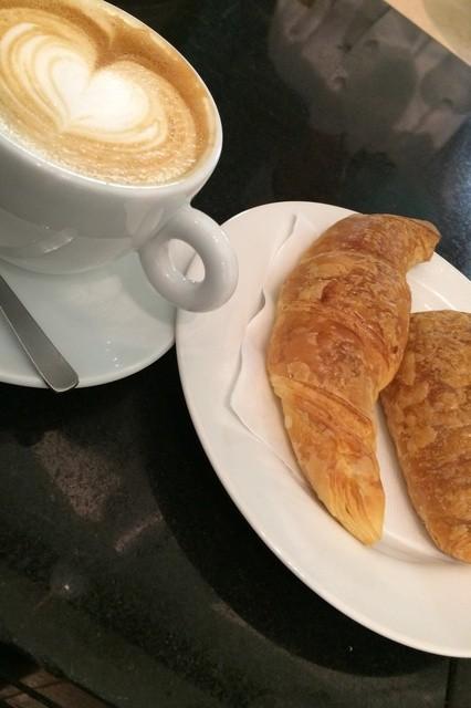 the open bakery - お持ち帰りしたクロワッサン。コーヒーは自前です。