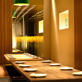 デザイナーズ個室店内全席和モダンなデザイン空間