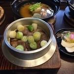 31946699 - 牛すき釜ごはん(お抹茶、野菜菓子、釜ごはん、土鍋お汁、香の物、デザートの一式にて2500円)これ最強!