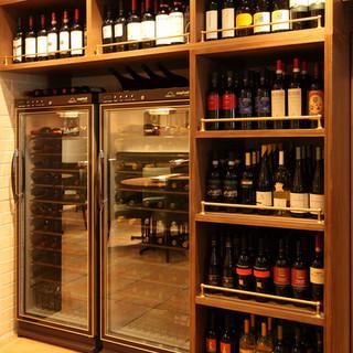 豊富な種類の厳選ワイン。ワンランク上の味わいを楽しめます